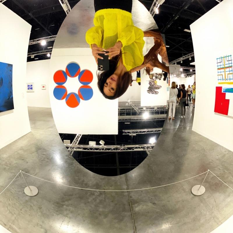L'arte è lo specchio dei tempi (Anish Kapoor - concave convex mirror, 2019)